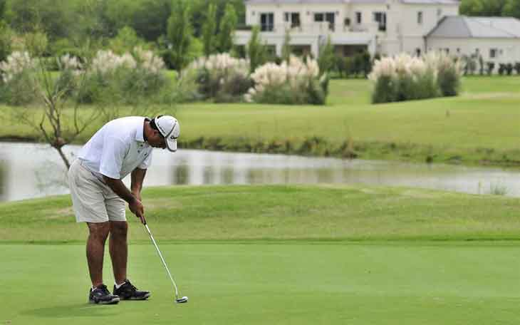 The Proper Way to Grip A Golf Club